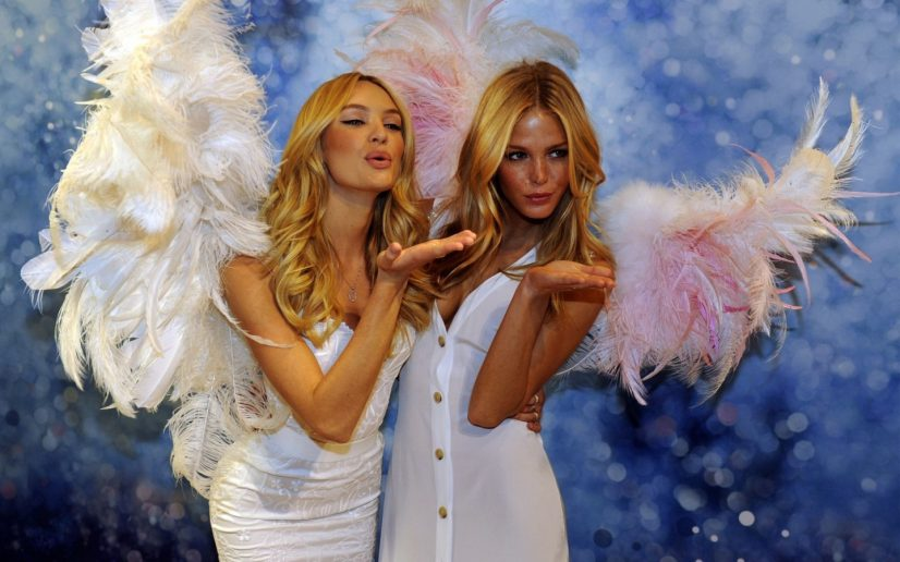 Victoria Secret Angels Kissing on Runway